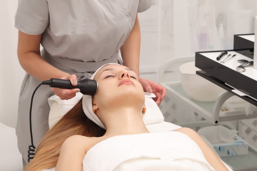 Halo Laser vs. IPL and BBL: Are Lasers or Light Better? | RefinedMD